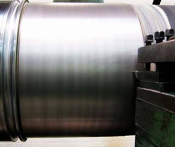 Machining shaft journals of paper machine